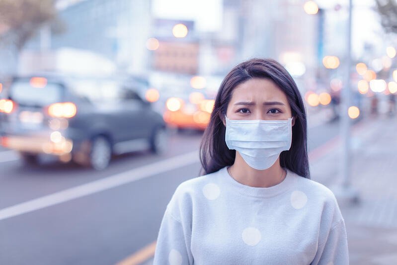 photo-WIFC-Blog-2000px-woman-with-facemask-in-city_306337280