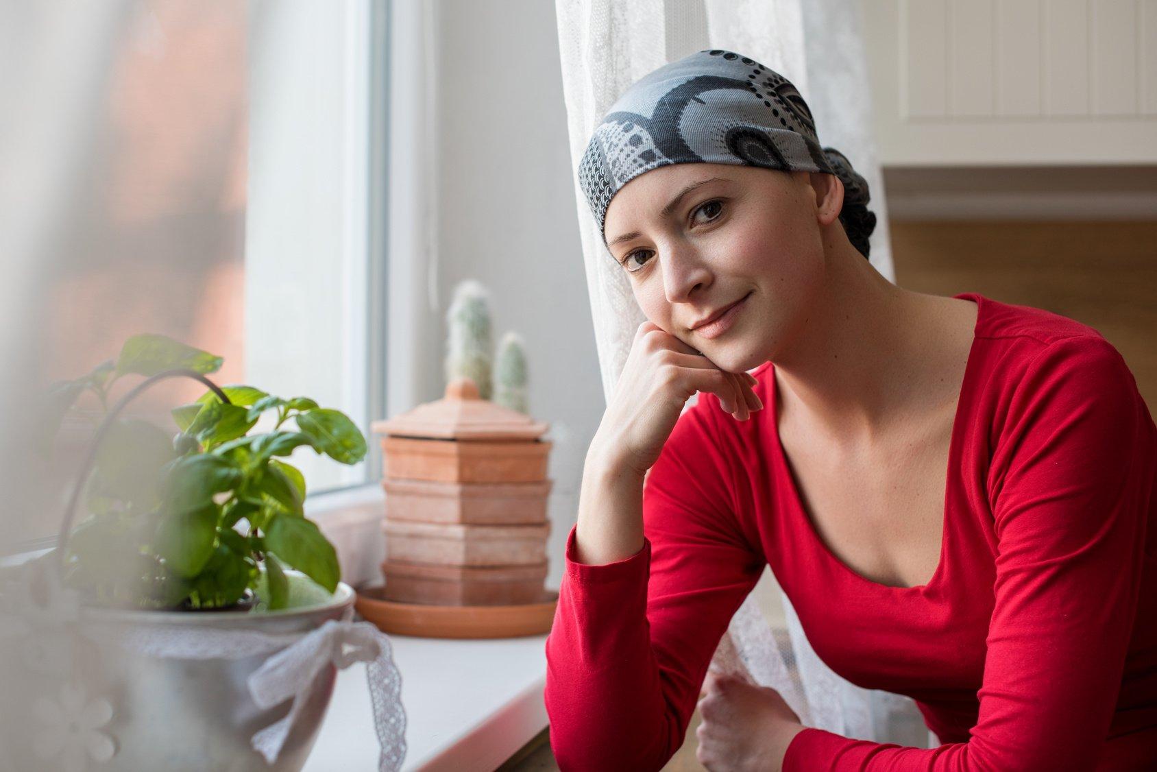 photo-WIFC-woman-cancer-scarf